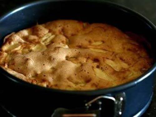 Шарлотка с яблоками рецепт с пошагово в духовке в противне